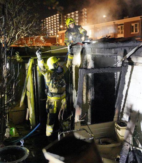 Woningen ontruimd tijdens uitslaande brand die schuur verwoest in Nijmegen