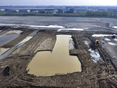 Waterschap pompt vervuild slootwater via buis de Gorcumse Linge in