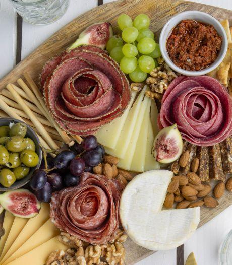 Wat Eten We Vandaag: Borrelplank met salamirozen