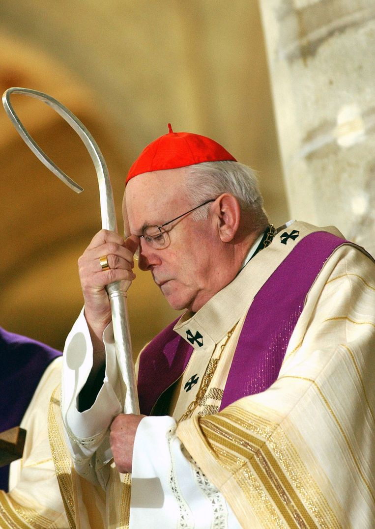 Kardinaal Danneels, hier tijdens een herdenkingsmis voor Paus Johannes Paulus II in 2005.
