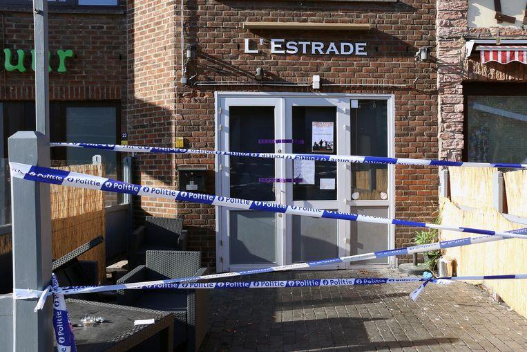Het café werd na de feiten afgespannen voor politie-onderzoek.