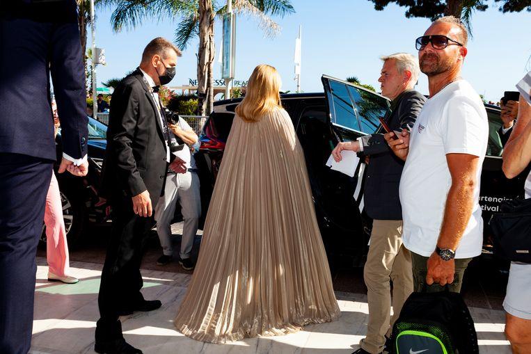 Hoofdrolspeelster Virginie Efira, in een jurk van Christian Dior Spring 2020 Haute Couture, op weg naar de première van Benedetta. Beeld Renate Beense