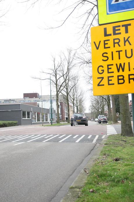 """Zebrapad slecht zichtbaar bij oversteek in Rijen: """"Het is wachten op ongelukken"""""""