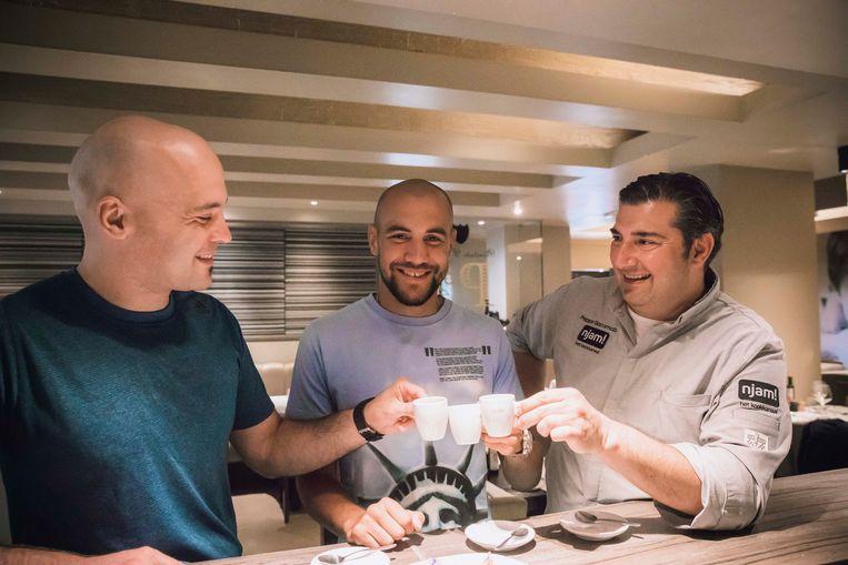 Francesco Patera in La Botte, samen met zijn broer en de chefkok Kok Peppe.