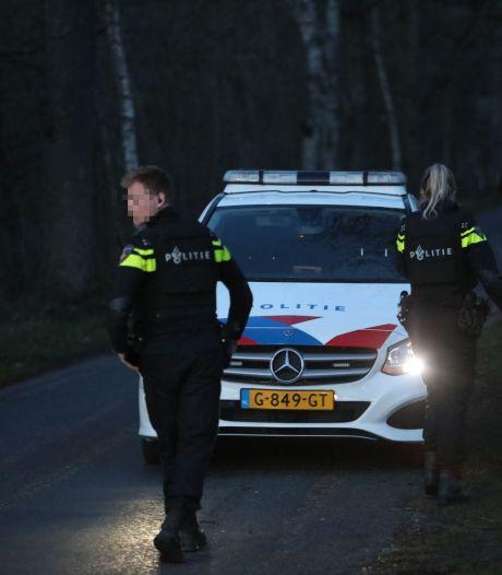 Tumult in Vaassen: politie kamt gebied uit met kogelwerende vesten en helikopter, één persoon gewond
