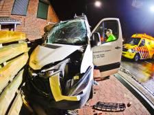 Bus ramt huis in Westerhoven: op bank slapende bewoner met schrik vrij