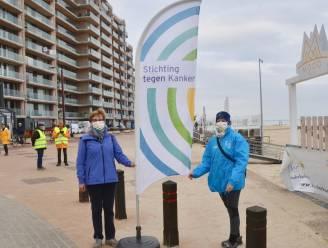 Lotgenoten Christine en Chris wandelen langs kust en zamelen bijna 5.000 euro in voor kankerpatiënten