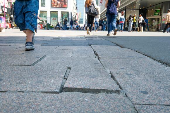De tegels in de Nieuwstraat.