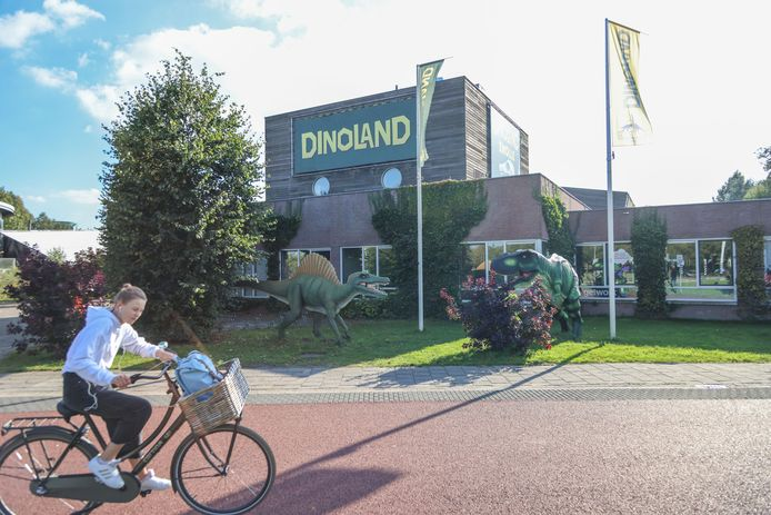 In de omgeving van Dinoland verschijnen mogelijk duizend woningen. En dus lopen er onderzoeken of dat samengaat met het themapark.