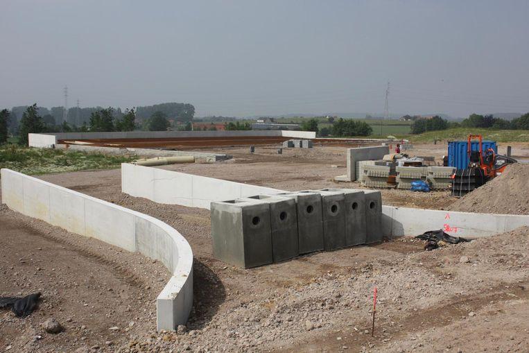 Het nieuwe containerpark moet ten laatste tegen september klaar zijn.