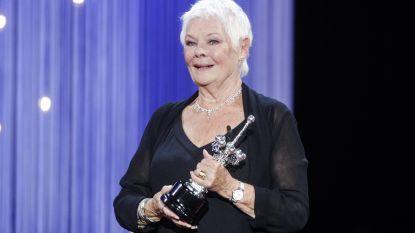 """Oscarwinnares Judi Dench verdedigt Kevin Spacey: """"Moeten we iedereen die iets misdaan heeft zo aanpakken?"""""""