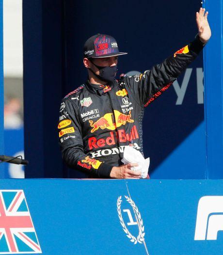 Verstappen koel na historische pole op Silverstone: 'Het wordt een enorm gevecht met Lewis'