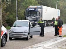 Bestuurder 45-kilometerwagentje gewond na botsing met vrachtwagen