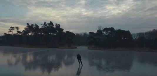 Een beeld uit de video van Luuk Wouters, helemaal alleen op de Halve Maan in Goirle.