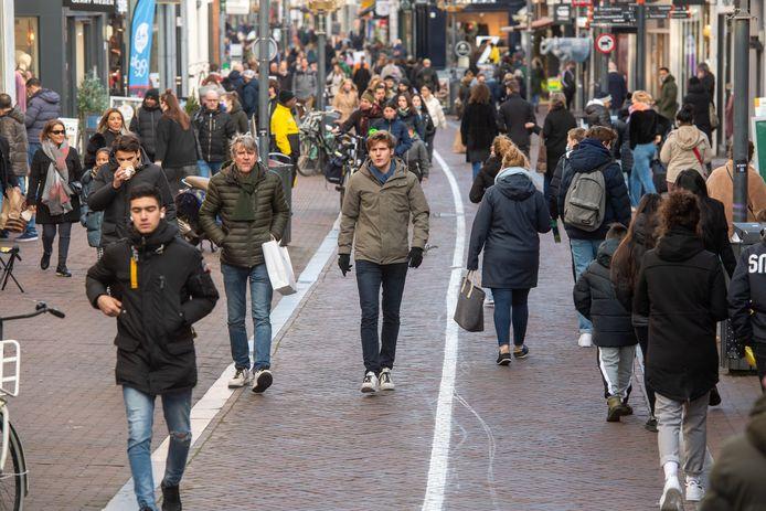 Drukte in de Langestraat: funshoppen en servicegerichte detailhandel worden steeds belangrijker.