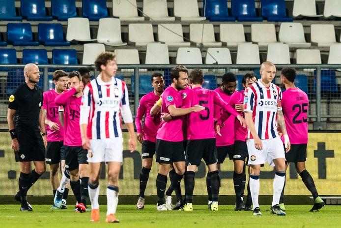 Treurende Willem II'ers, feestvierende spelers van FC Utrecht tijdens de onderlinge ontmoeting van beide clubs eind februari in Tilburg. De bezoekers wonnen met 0-6. Zaterdag gaat Willem II op bezoek in de Domstad.