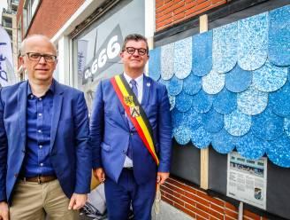 IN BEELD: O.666 kan nu echt van start gaan met eerste project: een leisteen uit plastic afval om de gevel aan te kleden