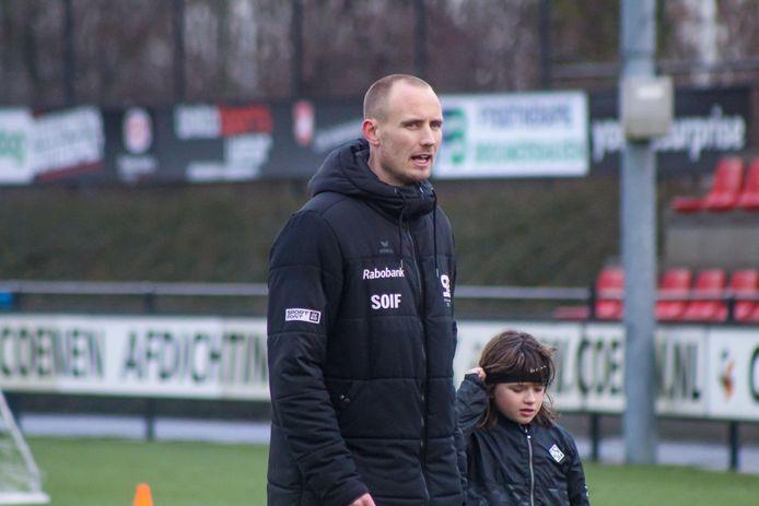 Gert-Jan van Leiden, hier bij een training van zijn voetbalschool Skills & Control, wordt hoofdtrainer van FC Dauwendaele.