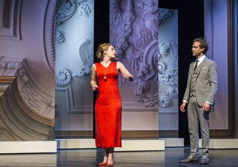 Scène uit Eline Vere met links actrice Hanne Arendzen. Beeld Ben van Duin