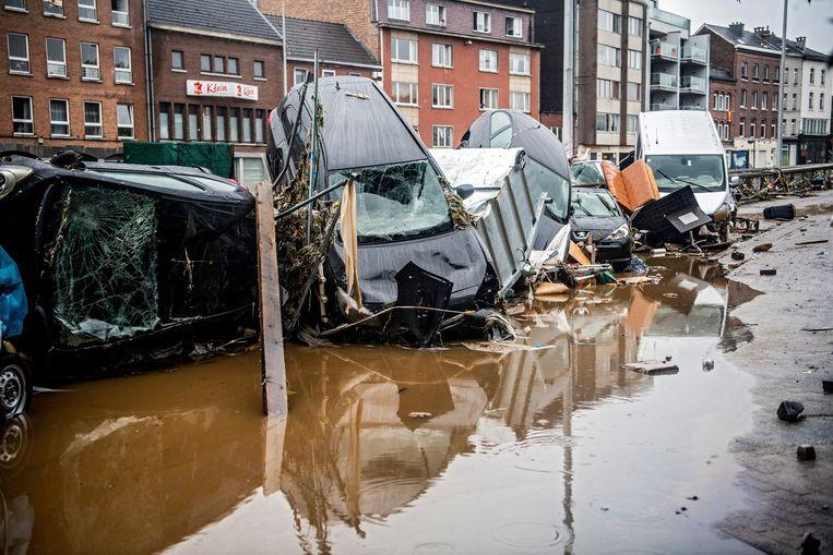 De ravage in Verviers is enorm. Vijf mensen lieten het leven door het noodweer. Beeld Photo News
