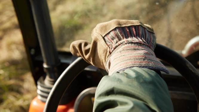 Tractorbestuurder betrapt op bellen achter het stuur tijdens controle
