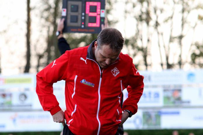 Hans van Dijkhuizen was voor het laatst als trainer werkzaam bij SC Genemuiden 92014-2015) en werkt sinds vijf jaar als scout en analist.