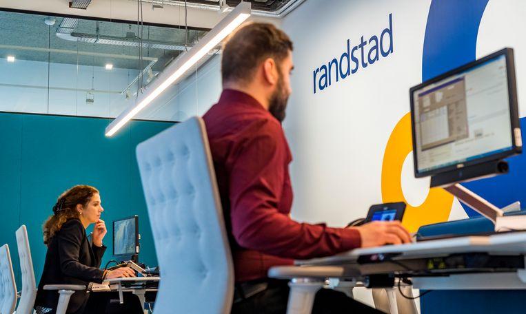 Medewerkers van uitzendbureau Randstad hebben het druk deze zomer. Beeld ANP, Lex van Lieshout