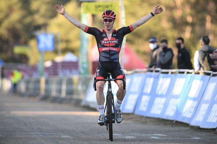 Laurens Sweeck won de laatste cross van het seizoen.