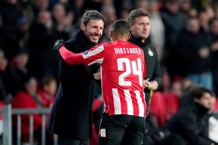 Mark van Bommel en Mohamed Ihattaren bij PSV in het najaar van 2019.