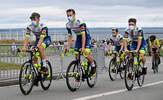 Renners van Intermarché-Wanty-Groupe Gobert bij de ploegenpresentatie.