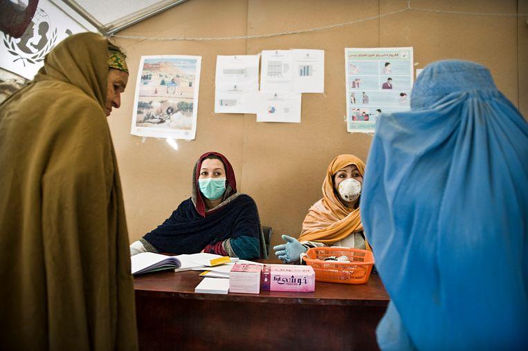 Mobiele kliniek in Zuid-Afghanistan van de Nederlandse hulporganisatie Cordaid. Beeld Sven Torfinn /ANP
