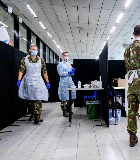 Defensie springt bij in coronacrisis, maar waarschuwt: 'Rek is er wel een beetje uit'