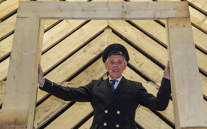 Henk Klarenbeek, brugwachter Brugmans in de musical Verhaal van de Knaal.