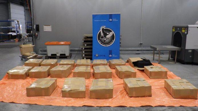 De douane heeft tussen zaterdag 19 juni en dinsdag 22 juni in totaal 1159 kilo cocaïne aangetroffen in de Rotterdamse haven.