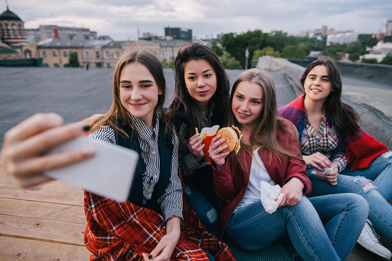 Uit onderzoek blijkt dat het beter is voor je gezondheid om enkele close vrienden te hebben.
