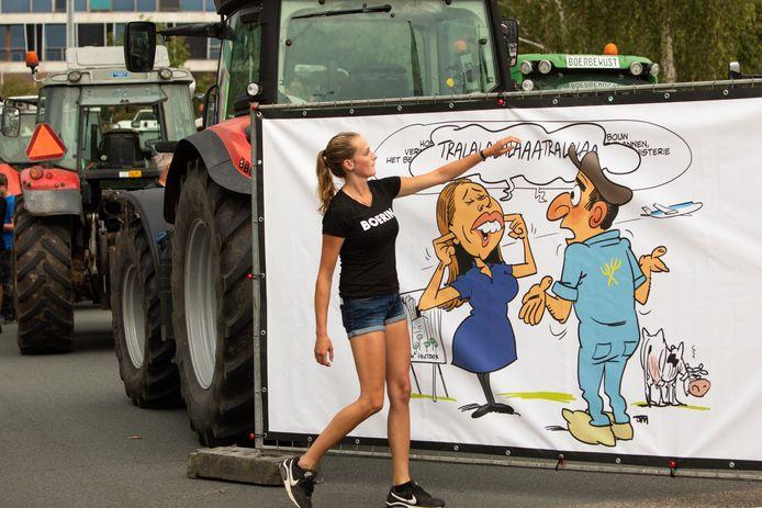 Minister Carola Schouten van Landbouw wordt tijdens een protest van boeren in augustus 2020 afgebeeld op een cartoon.