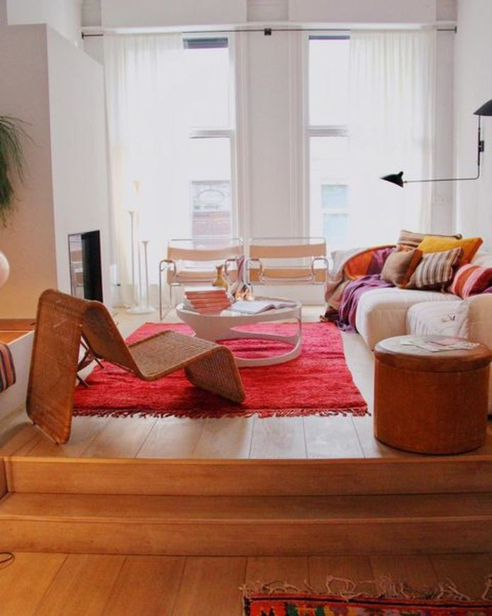 """""""Het is een mythe dat alle meubels op het tapijt moeten staan. Dat kan de ruimte net verkleinen."""""""