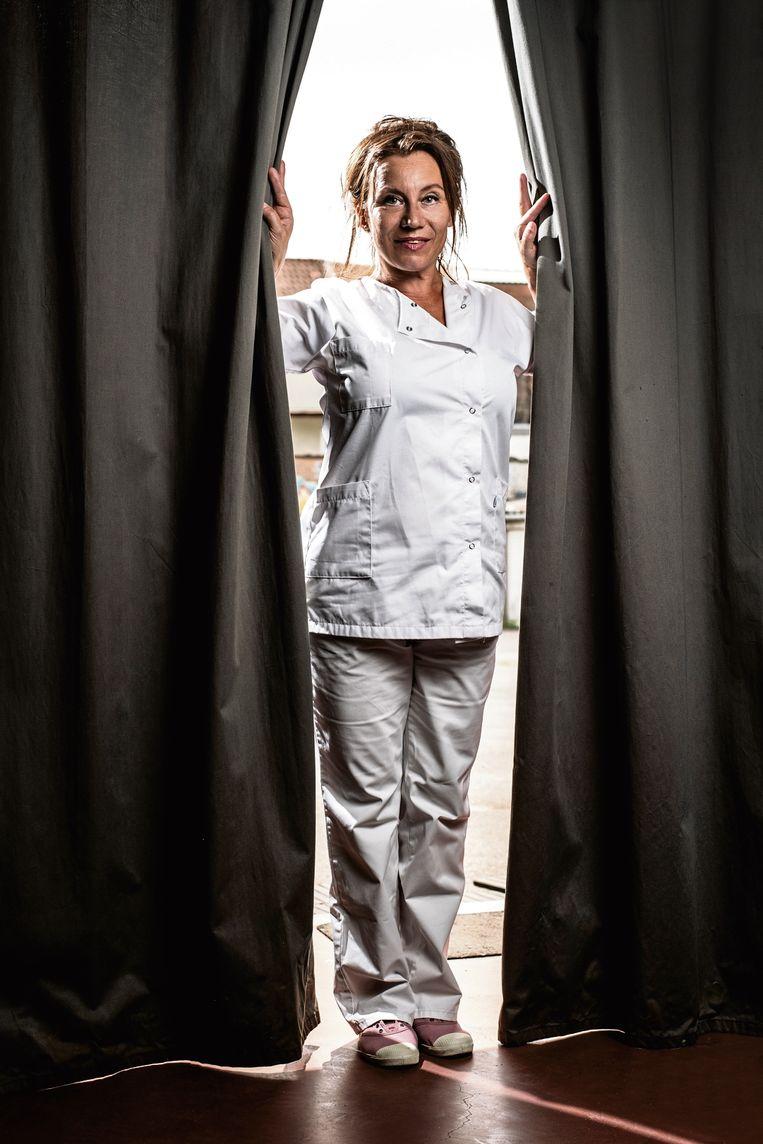 Elise Bundervoet: 'Ik hoef heus niet elke keer 'dankjewel' te horen: ik ben verpleegkundige omdat helpen mijn passie is.' Beeld Marco Mertens/HUMO