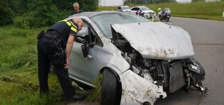 Automobilist vliegt bij ongeluk op N348 bij Zutphen meerdere keren over de kop