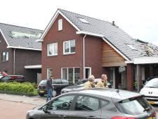 Windhoos richt ravage aan in Nijverdal: ruim twintig woningen beschadigd