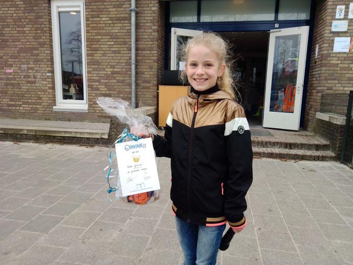 Niene Goossens van kindcentrum Aventurijn mag zich een jaar lang voorleeskampioen van Uden noemen.