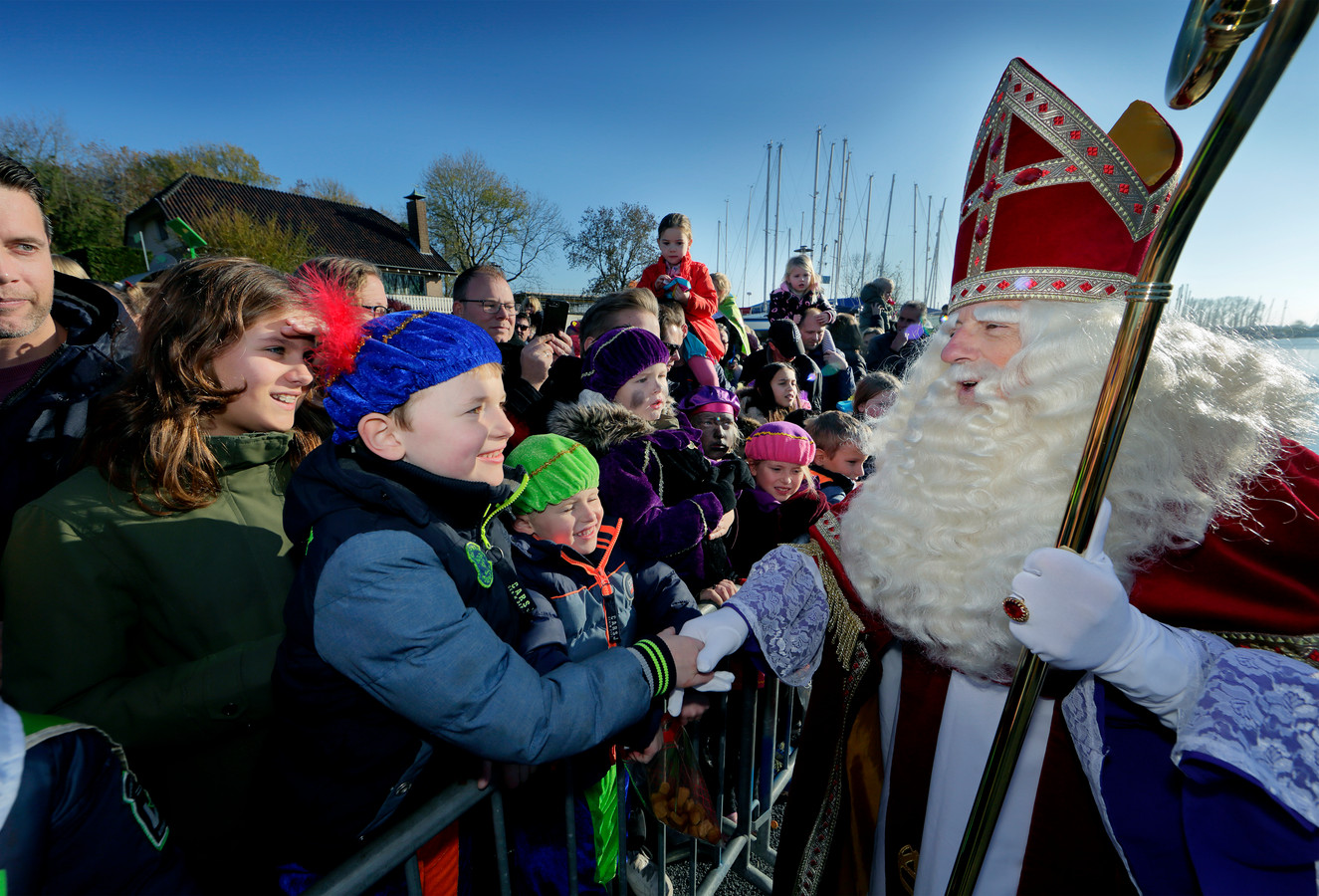Ook brengt Sinterklaas een bezoekje aan Numansdorp.