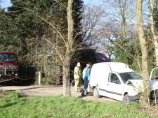 Gewonde bij frontale botsing op boom in Harskamp