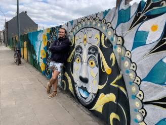 """Kiwi Wall Arts fleurt Harensesteenweg (letterlijk) op: """"Belangrijk dat de buurtbewoners het mooi vinden, zij moeten er tenslotte nog lang naar kijken"""""""