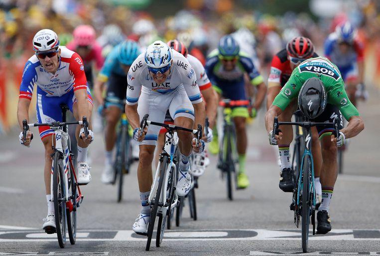 Peter Sagan drukt als eerste zijn wiel over de finish Beeld REUTERS