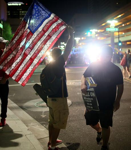 Duizenden mensen in Phoenix protesteren tegen Donald Trump