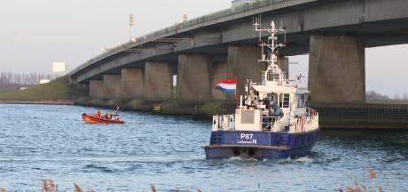 Zoektocht naar persoon te water bij Ketelbrug gestaakt, politie gaat uit van 'vals alarm'