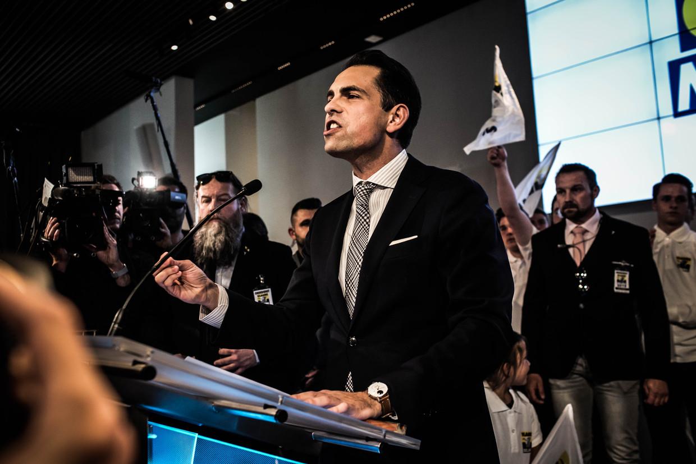 Tom Van Grieken houdt zijn overwinningsspeech. Het Vlaams Belang is nu meer dan ooit zíjn partij. Beeld Bas Bogaerts