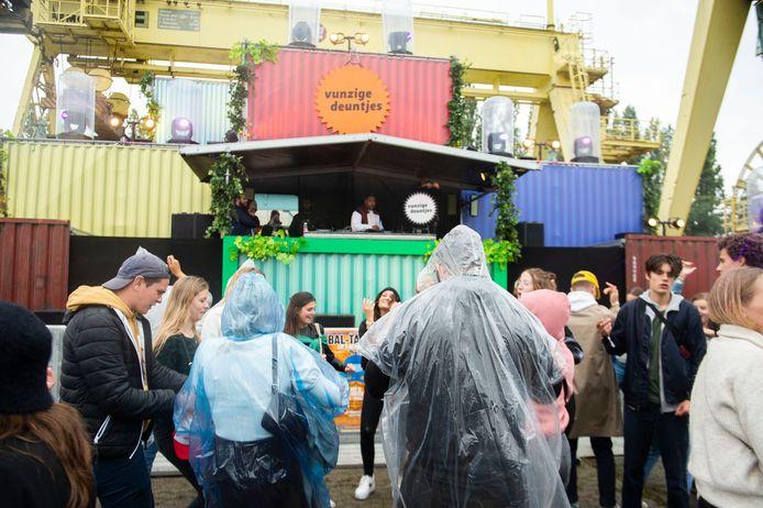 Het welkomsfestival voor studenten StuDay vindt niet meer plaats aan Park Spoor Noord maar op het Sint-Annastrand op Linkeroever.