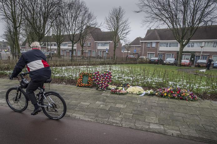 De plek aan de Lunetstraat waar op 6 januari 2017 autohandelaar Peter van der Linde werd doodgeschoten.